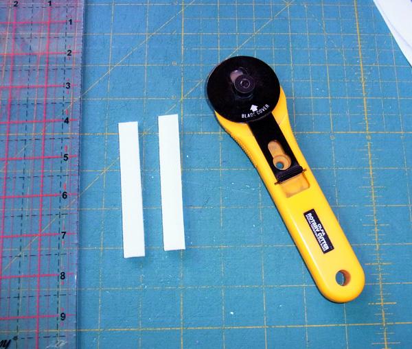 2 strips of Velcro